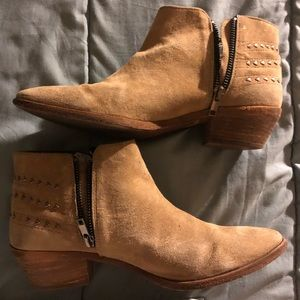 Comptoir does cotonniers tan suede ankle booties